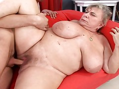 Mature BBW gets some young hard cock deep hidden her twat