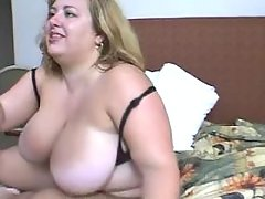 BBW dildoing and sucks