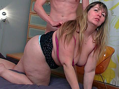 The psychologist helps the BBW feel better by stuffing his dick in her hot hole